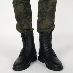 Today's Hot Pick :Side Zipper Classic Black Combat Boots http://fashionstylep.com/P0000GMZ/polyma/out Side zipper classic black combat boots. These black combat boots have rounded toes and convenient side zippers. Wear them with skinny jeans for street or club wear.