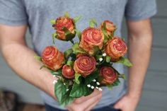 Upon first glance, these bacon roses look like real varigated flowers, but look closer to find an awesome edible meat treat. Here's how you make them: