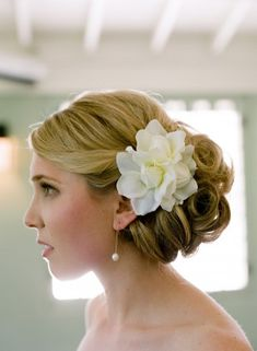 Bridal up-do with hair flower | photography by http://www.qweddings.com/