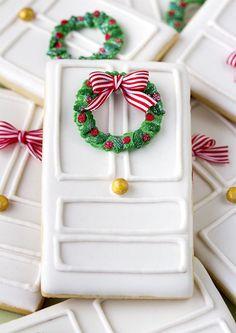 Пряник с рождественским венком на двери