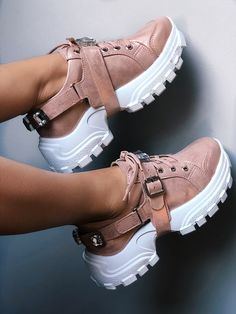 Womens Wedge Sneakers, Moda Sneakers, Sneakers Fashion, Fashion Shoes, Pretty Shoes, Cute Shoes, Boost Shoes, Aesthetic Shoes, Teen Fashion Outfits