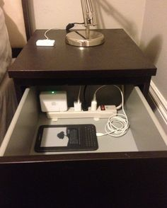 Nerd pro-tip: Put a power strip in the top drawer of your nightstand to charge/organize/hide your electronics. - Pins For Your Health Put a power strip in the top drawer of your nightstand to charge/organize/hide your electronics. Do It Yourself Inspiration, Style Inspiration, Do It Yourself Furniture, Ideas Para Organizar, Diy Casa, Ideias Diy, Home Hacks, My New Room, Organization Hacks