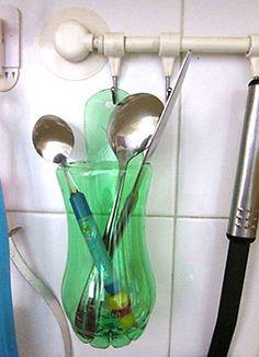 http://www.viladoartesao.com.br/blog/2014/08/organizando-objetos-com-reutilizacao-de-embalagens-plasticas