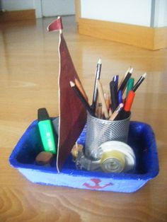 barco en la mesa