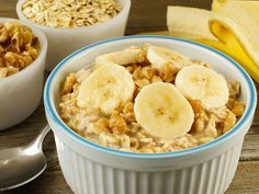 The most trending meal is overnight oats in these days. So, here is the banana walnut overnight oatmeal breakfast recipe for you to enjoy with your family. The Oatmeal, Overnight Oatmeal, Plats Weight Watchers, Weight Watchers Meals, Make Ahead Breakfast, Breakfast Recipes, Clean Breakfast, Breakfast Smoothies, Easy Meal Prep