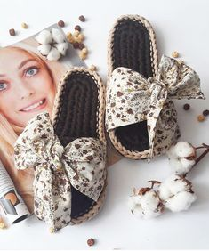 diy_crafts- This is a step by step 48 minu Crochet Slipper Pattern, Crochet Coat, Knitted Slippers, Crochet Slippers, Crochet Patterns, Crochet T Shirts, Crochet Clothes, Knit Shoes, Fabric Yarn