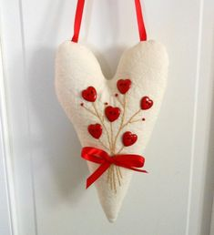 Hanging Heart w/ Heart Buttons and Embroidered Posy (Red and White) -Valentine Decor/ Gifts Valentines Day Hearts, Valentine Day Crafts, Valentine Decorations, Valentine Heart, Holiday Crafts, Valentine Wreath, Sewing Crafts, Sewing Projects, Fabric Hearts