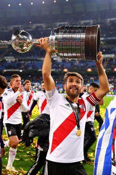 Leonardo Ponzio of River Plate celebrates with the Copa Libertadores. Leonel Messi, Carp, Plates, Celebrities, Football, Stickers, Money, Anime, Amazing People