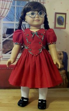 This pretty Christmas frock is made from a white dotted fine red cotton. Bias cut plaid trim edges the bodice plastron, forms the sleeve cuffs and bow and as well, was used for the sash that ties in a pretty bow at the back. The plastron is anchored American Girl Outfits, American Girl Doll Molly, American Girl Crafts, American Doll Clothes, Sewing Doll Clothes, Girl Doll Clothes, Girl Dolls, Doll Clothes Patterns, American Dolls