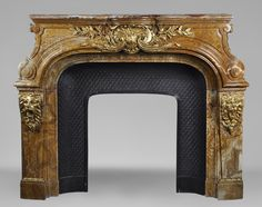 Extraordinary antique Louis XIV style fireplace with lions heads in Alabastro di Busca and gilded bronze