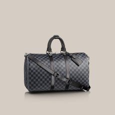 Keepall Bandoulière 45 Damier Graphite Canvas An elegant travel bag in Damier Graphite canvas. Ideal for travelling and taking all the necessities, this bag has a generous amount of space. Can be comfortably carried by hand or on the shoulder.