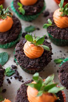 Carrot Patch Cupcakes   lifemadesimplebakes.com