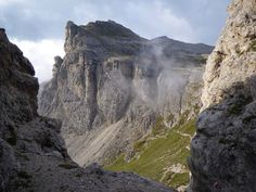 www.david-noble.net Rifugio Puez is on the upper right, and the Forcella Forces de Sielles on the left