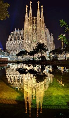 La Sagrada Familia - Barcelona, Spain Beautifully lit and inspiring in person! Beautiful Architecture, Beautiful Buildings, Places To Travel, Places To See, Places Around The World, Around The Worlds, Beautiful World, Beautiful Places, Spain And Portugal