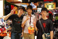 【大阪店】2014.10.26 遠くから来られた中学生のお客様です!いっぱいお買い物して下さいました!!お小遣いためて来てくれたことが本当に嬉しいです!!また遊びに来てくださいね!