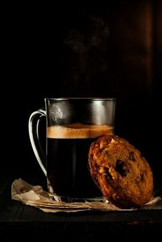 Good Morning with hot coffee and a chocolate chip cookie! I Love Coffee, Black Coffee, Hot Coffee, Coffee Break, Morning Coffee, Sweet Coffee, Iced Coffee, Espresso Chocolate Chip Cookie Recipe, Chocolate Chip Cookies