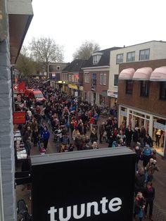 Drukte in #Zevenaar, #Sinterklaas is in het land! @favorietrtv #FavorietRTV. Zaterdag 15 november 2014. Via twitter @JasperLindner