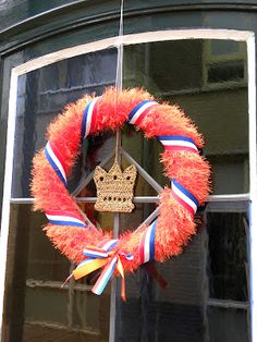 Orange wreath for Queens day Stick Wreath, Queen Birthday, Recycle Plastic Bottles, Kings Day, Deco Mesh, Door Wreaths, 4th Of July Wreath, Kids Playing, Happy Holidays