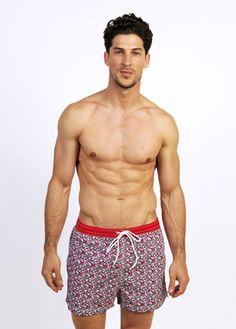 Mardeagua Clothing.  Bañadores para hombre  Swimwear for men  Swimsuit for men  Bañadores hombre estampado con flores. flower printed swimwear