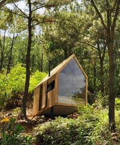 chu văn đông perches 'forest house' in the mountains of vietnam chu văn đông perches 'forest house' in the mountains of northern vietnam Tiny Cabins, Tiny House Cabin, Tiny House Design, Forest Cabin, Forest House, Cabins In The Woods, House In The Woods, Weekend House, Pole Barn Homes