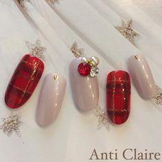 もうすぐ待ちに待ったクリスマス♡聖夜の夜に女たるもの、指先まで気を遣っておきたいですよね?今年のクリスマスにピッタリなネイルをご紹介します。