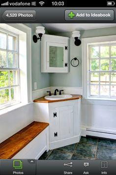Corner sink in bathroom