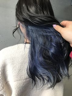 ヴォア(VOA)《sawako》インナーカラー☆ブルー Hair Color Streaks, Ombre Hair Color, Cool Hair Color, Pink Hair, Blue Hair, Ombre Hair At Home, Hidden Hair Color, Pelo Color Azul, Peekaboo Hair