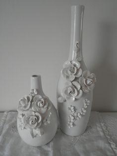 Witte grote en kleine vaas met bloemen | Stijl Junkie LIKE and REPIN :) I love it!