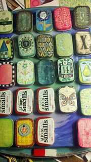 cformyself: Altoid tin advent calendar Love this idea! One for Hunter, Isabelle Emmalyn, Aden and Eli.papa better start buying more Altoids! Crafts To Make, Fun Crafts, Arts And Crafts, Paper Crafts, Diy Xmas, Christmas Crafts, Handmade Christmas, Altered Tins, Altered Art