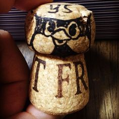 スパークリングワインのコルクにつば九郎描いて遊んでたら、なんか高木ブーに激似になった\(^o^)/  #スパークリングワイン  #wine  #コルク  #コルクアート  #cork  #つば九郎  #燕  #ヤクルト  #スワローズ  #yakult   #swallows  #神宮行きたい  #高木ブー  #激似
