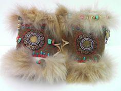 Manchettes/bracelets - ethnique/ tribal - brun - fourrure claire ... pour femme qui court avec les loups... : Mitaines, gants par anjes Captain Hat, Shabby Chic, Creations, Gloves, Bracelets, Etsy, Projects, Unique Jewelry, Running Women