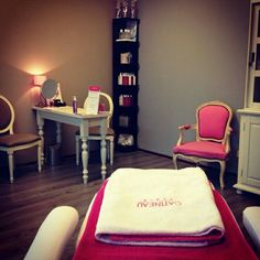 Home nail salon decorating ideas | nail technician rooms | salon flooring ideas