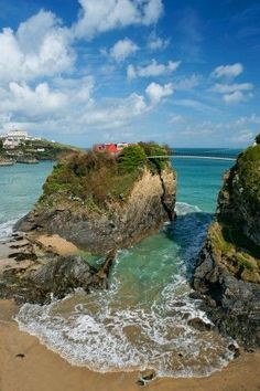 The House in the Sea, Newquay in Cornwall, England, 10 unusual places to stay in the UK. Would love to stay in this house!.: