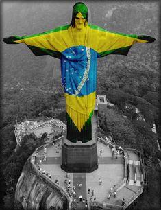 Cristo com bandeira do Brasil Brazil Team, Living In Brazil, Christ The Redeemer, South America, Bible Verses, Lord, Batman, Superhero, Black And White