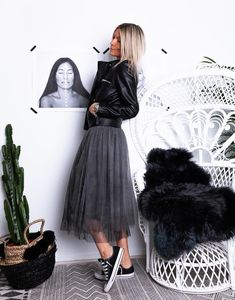 rungemama no Instagra - Styling tips - outfit ideen Mode Outfits, Skirt Outfits, Casual Outfits, Fashion Outfits, Fashion Trends, Black Tulle Skirt Outfit, Black Tulle Skirts, Fashion Styles, Black Women Fashion