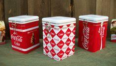 2011 Coca Cola Tin Salt & Pepper Shakers Holder Set w/ Caddy -Coke Kitchen Decor Coke, Coca Cola Kitchen, Best Soda, Strawberry Kitchen, Always Coca Cola, World Of Coca Cola, Kitchen Canisters, Canister Sets, Retro
