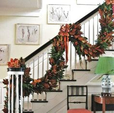 Classic Chic Home: Ideas for Decorating a Stunning Christmas Staircase