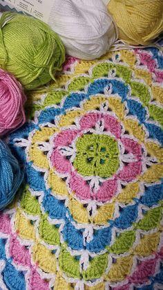 Beautiful Shells Blanket Pattern & Shell Stitch Tutorial!! Download free Crochet Pattern now! #crochet #freepatterns #freecrochetpattern