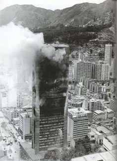 Santafé de Bogotá - Incendio en el Edificio Avianca el 23 de Julio de 1973. Foto compartida por Jose Daniel Ramirez. City, Travel, Llamas, Columbia, Trips, Paradise, Memories, Twitter, Google