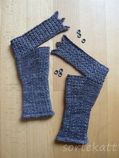 Ravelry: sortekatt Glühwürmchen Knitting For BeginnersKnitting FashionCrochet ProjectsCrochet Amigurumi Crochet Gloves Pattern, Crochet Shawl, Knitting Patterns, Knit Crochet, Crochet Patterns, Fingerless Gloves Knitted, Knit Mittens, Ravelry, Crochet Wrist Warmers