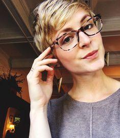 Eyeglasses trends in 2019 11 ~ Dresses for Women Trending Sunglasses, Sunglasses Women, Glasses Trends, Eyewear Trends, Eyeglasses Frames For Women, Aviator Glasses, Designer Eyeglasses, New Glasses