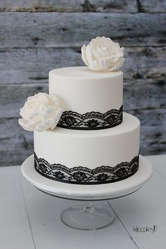 Black and White Wedding Cake | by kylie.cakes