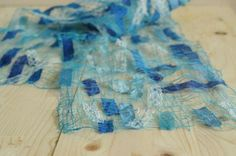 Incredible idea to make a very delicate scarf out of scraps of cloth and thread only!