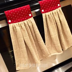 Set of Tan kitchen towels hang the towel hang the navidad Couture Kitchen Towels Hanging, Hanging Towels, Dish Towel Crafts, Dish Towels, Hand Towels, Small Sewing Projects, Sewing Hacks, Fabric Crafts, Sewing Crafts