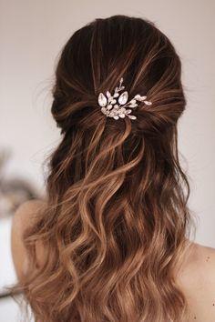 Wedding Hair Colors, Wedding Hair Pins, Wedding Hairstyles For Long Hair, Rustic Wedding Hair, Hair Pieces For Wedding, Wedding Hair Down Styles, Outdoor Wedding Hair, Bride Hairstyles Down, Hairstyles For Weddings Bridesmaid