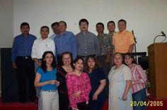 El pastor Francisco Limón con grupo de estudiantes de MINTS Cd. Juárez Chihuahua México.