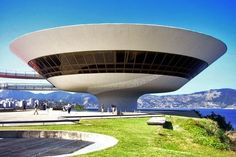 Opened in 1996, the Museum of Contemporary Art in Niterói is one of the most acclaimed projects Oscar Niemeyer. The building houses the collection John Sattamini, composed around 1300 works from the 1950s until today, apart from its own collection formed by donations Town Rio de Janeiro Brazil