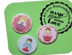 3+x+Button+25mm+Set+Ansteckbuttons+Matroschka+von+Buttons&Books+auf+DaWanda.com