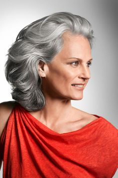 Mother of the bride hairstyle. Wearing your hair down creates softness around the neck and decolletage.
