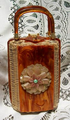 TROPIC IMPORTS MIAMI FLORIDA BUTTERSCOTCH LUCITE WICKER RATTAN PURSE